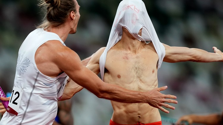 Nearly out of event, US earns bronze in 4x400 mixed relay