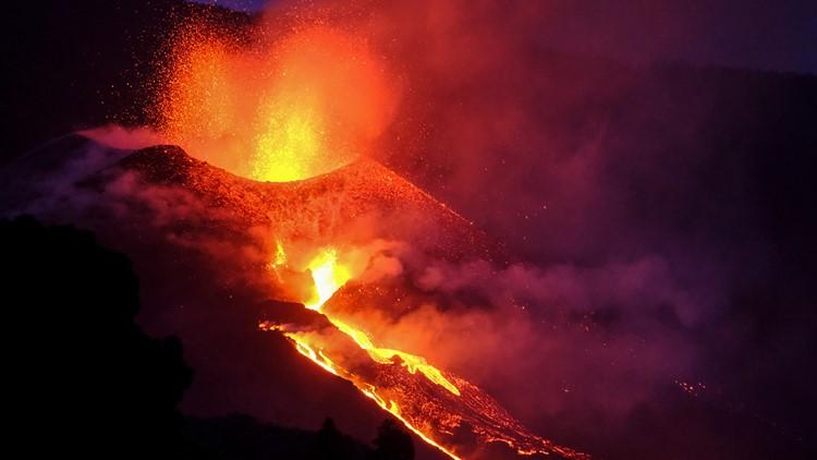 New river of lava threatens even more buildings near La Palma volcano in Spain