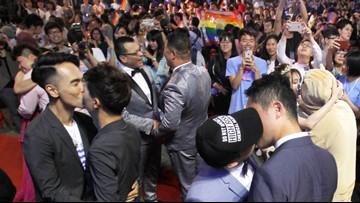 Taiwanese same-sex couples wed at vibrant banquet