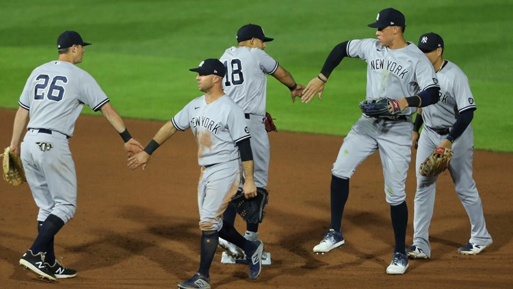 Watch this triple play that's never been seen before in MLB history