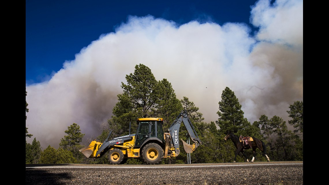 Wildfire in Arizona grows to 13 5 square miles, burns