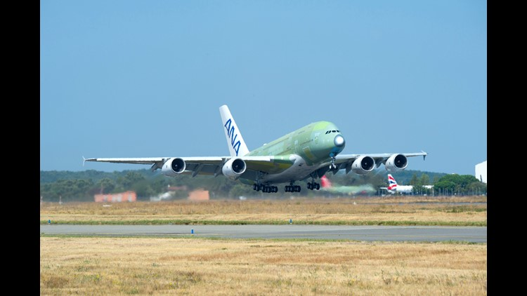 636728080093733925-First-ANA-A380-take-off.jpg