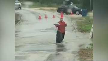 Texas man crosses flooded road to pick up pizza