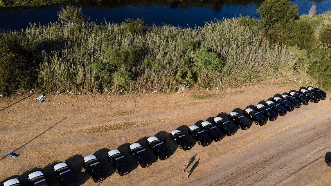 Texas troopers create 'steel wall' of patrol vehicles in Del Rio as feds continue to repatriate Haitians