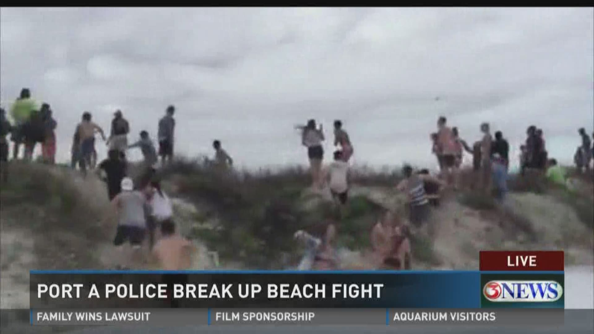Video Crowds Rush Officers Responding To Fight On Port Aransas Beach Wfaa Com First low tide at 10. crowds rush officers responding to fight