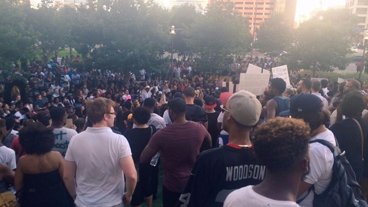 Dallas PD, Black Lives Matter protesters posed for photos