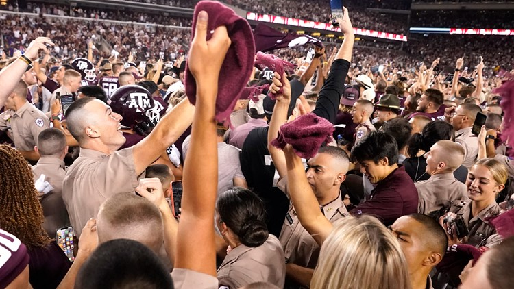 Texas A&M fined $100,000 after fans stormed field following Alabama upset