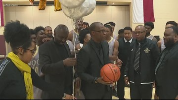 South Oak Cliff HS basketball coach reaches milestone with 500th win