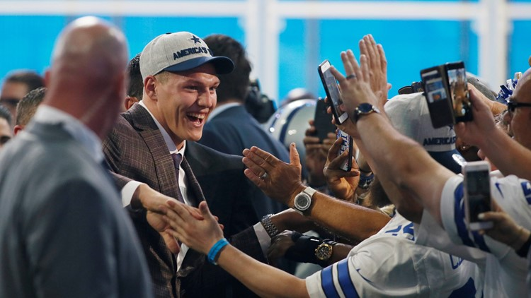 Apr 26, 2018; Arlington, TX, USA; Leighton Vander Esch (Boise State) celebrates with fans after being selected as the number nineteen overall pick to the Dallas Cowboys in the first round of the 2018 NFL Draft at AT&T Stadium. Mandatory Credit: Tim Heitman-USA TODAY Sports