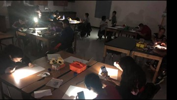 Students at Dallas ISD middle school work with no electricity, temps in 90s, teachers say
