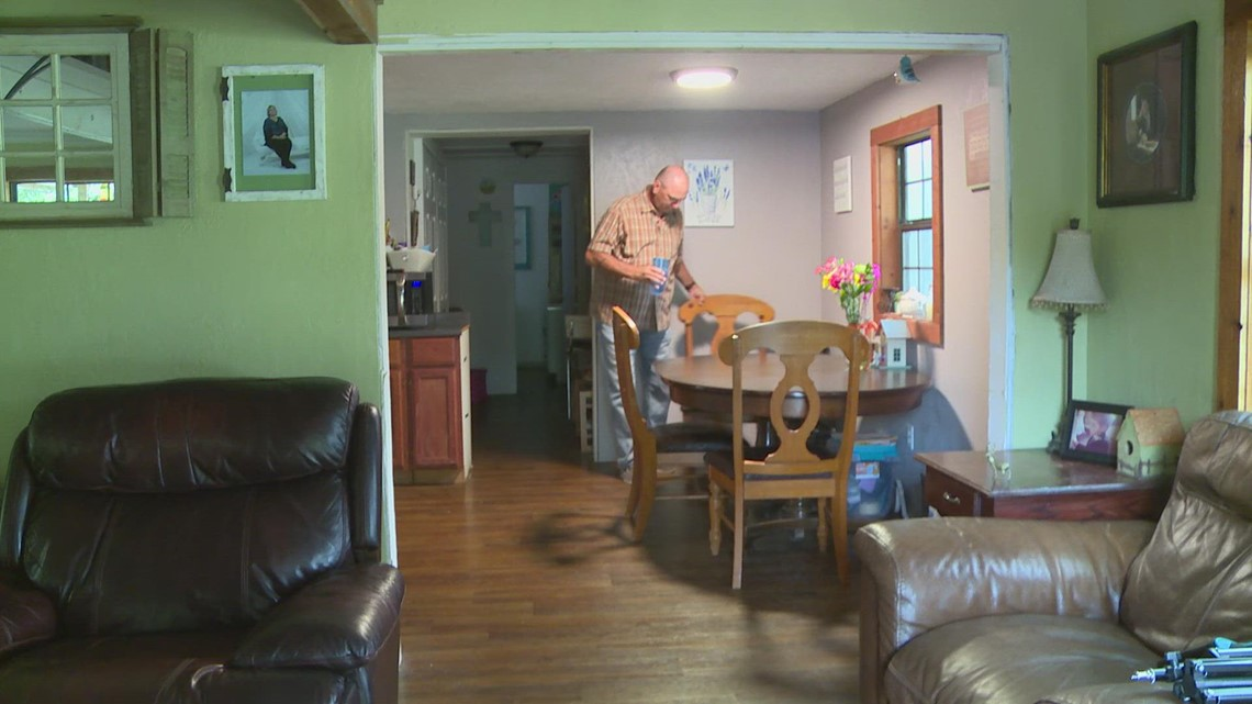 Azle residents find comfort from a stranger who's willing to listen
