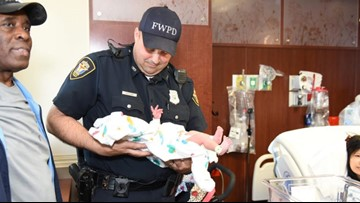 Mom gives birth in car as Fort Worth officer clears traffic for family