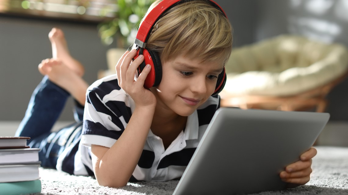 'The warning sign is tinnitus': What parents need to know about headphones and hearing loss in children