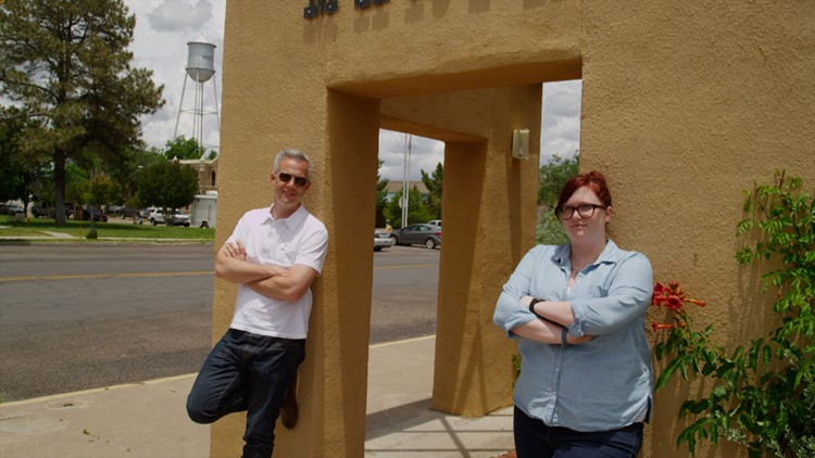 David Schechter, and the Verify team, takes Erica Wiggins, a 3rd Grade Teacher from Richardson Texas on a journey to find out if the Marfa mystery lights really are a mystery.