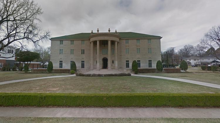The Beta Theta Pi house at 800 Chautauqua Avenue in Norman, Okla. Photo: Google Maps