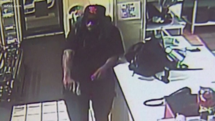 Thief disguised in green wig and glasses robs Dallas pizza shop