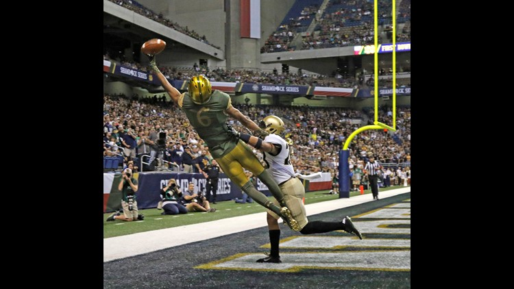 Equanimeous Tristan Imhotep J. St. Brown AKA Equanimeous St. Brown out of Notre Dame looks the part of a big NFL receiver at 6 ft 5 in.
