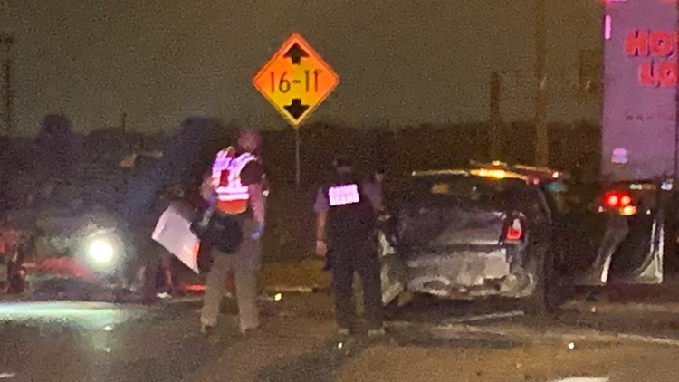 Fort Worth police: One person killed, multiple people hurt in crash on North Freeway