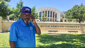Fort Worth man applauded for applauding every TCU graduate