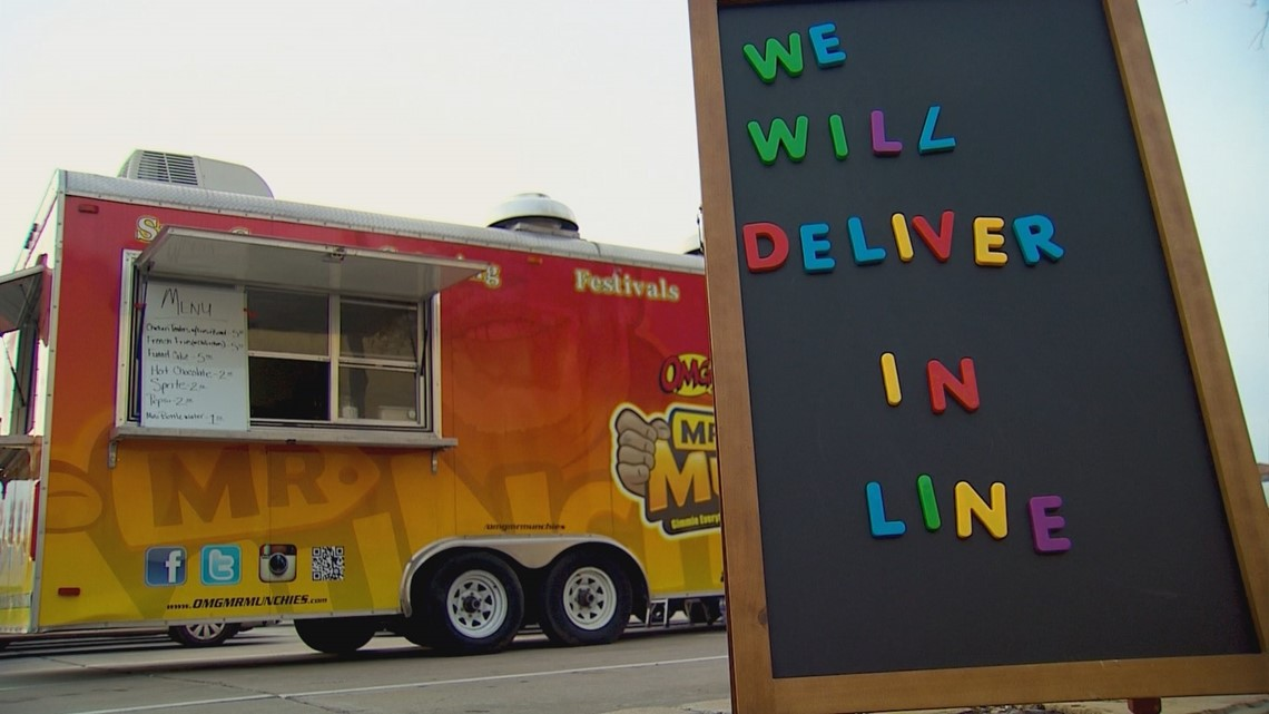 Food Truck Serves Up Special Treats For Lines Of Holiday Shoppers