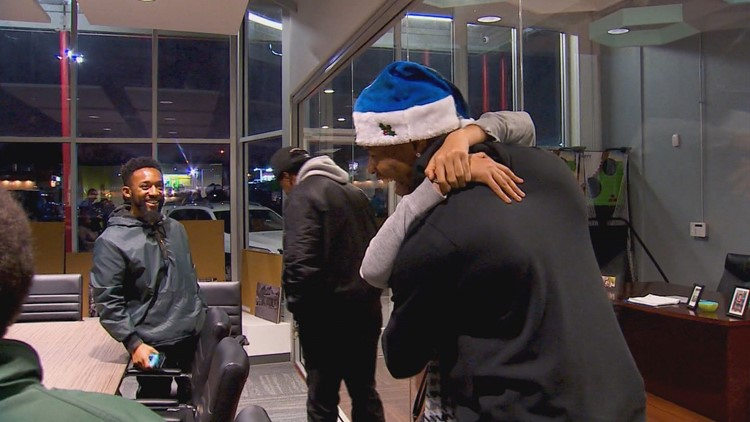 Dallas Mavs player delivers special holiday surprise to grieving family