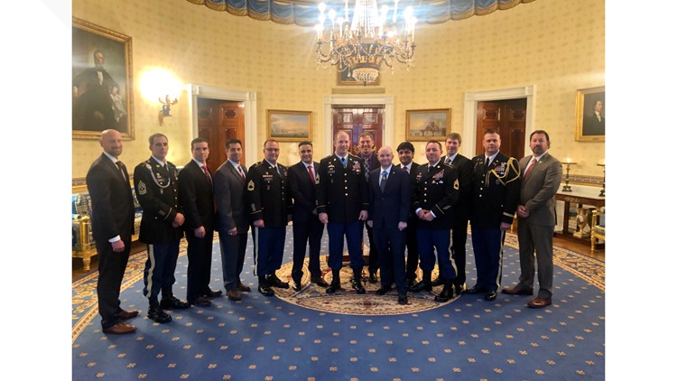 Walding and fellow soldiers at the White House