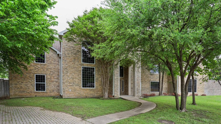 Half a million views and no offers? What's behind the walls of this Texas home will surprise you