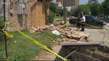 2 injured after car crashes into Fort Worth pizza restaurant