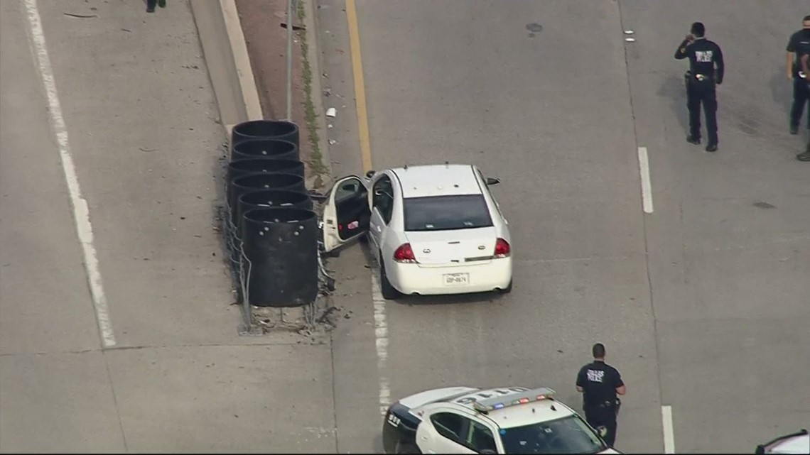 Dallas police shoot, kill suspected armed robber who police say was using replica handgun