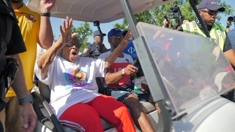 Opal Lee surrounded by hundreds for 2.5-mile walk to celebrate first annual federal Juneteenth holiday