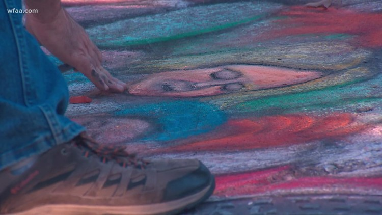 Dallas man chalks Christmas story in front of home to help encourage neighbors to enjoy the outdoors