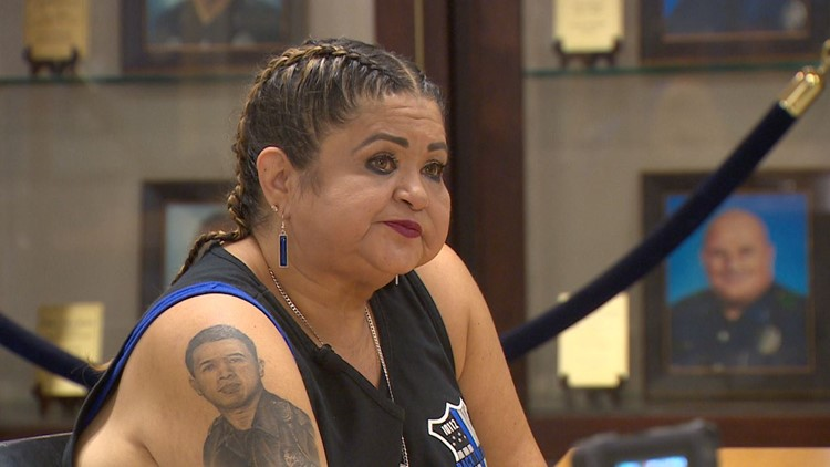 Mother of Dallas officer killed on July 7 provides meals for entire patrol division