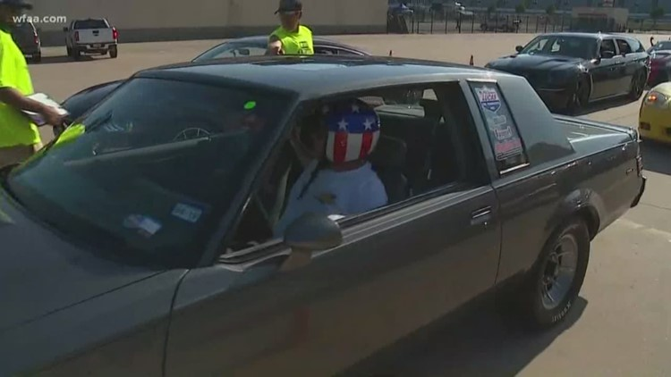 Drivers get to drag race at Texas Motor Speedway