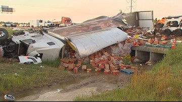 Overturned semi spills frozen chicken on westbound I-20, closes three lanes in Arlington