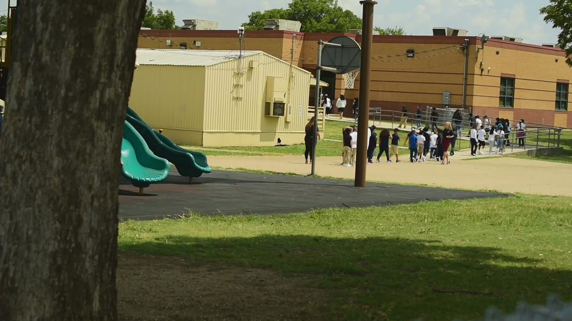 Fort Worth ISD students head back for first day of school