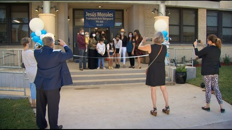 Ribbon cutting held to celebrate Dallas school renamed after world renowned sculptor Jesús Moroles