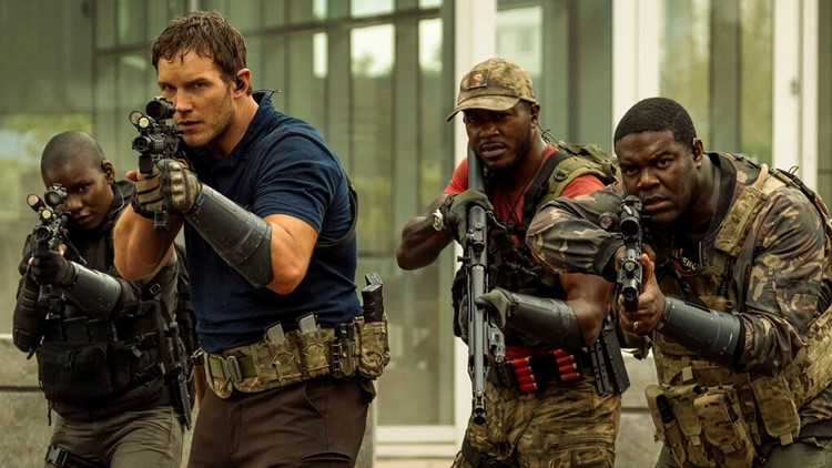 Chris Pratt fights aliens in the future in 'The Tomorrow War'