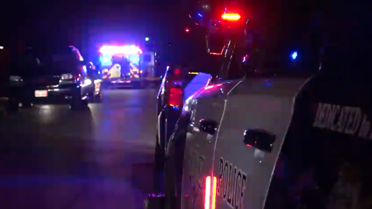 Fatal overnight crash blocks southbound I-35W, Fort Worth police say