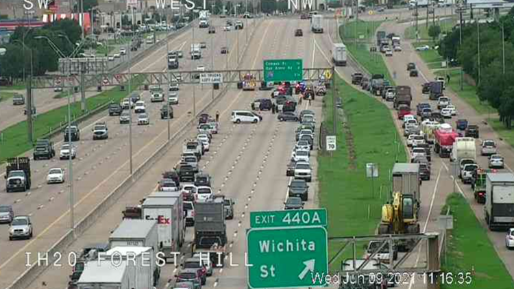 One person killed, westbound Interstate 20 shut down after crash in Forest Hill