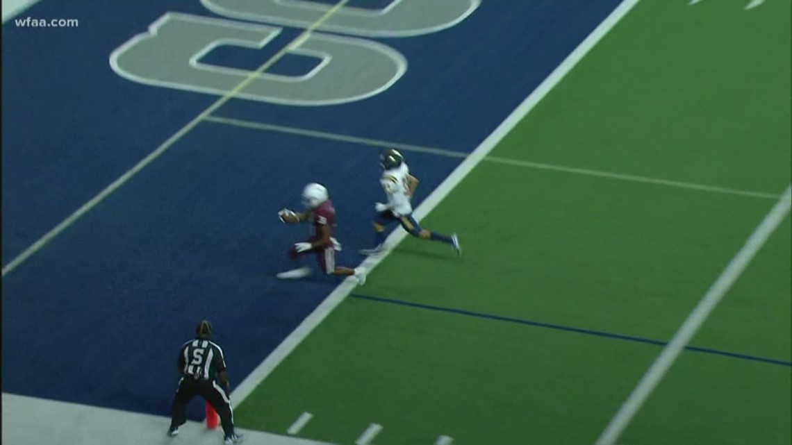 Oliver Towns hits Jayden Chambers for a Plano touchdown