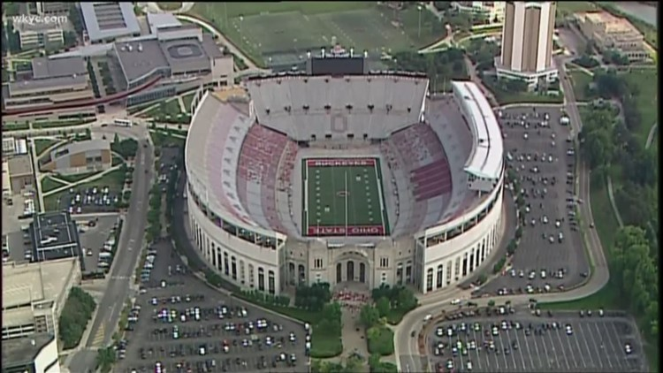 Crowd gathers in Columbus in support of Urban Meyer