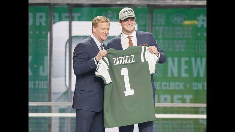 Sam Darnold (Southern California) is greeted by NFL commissioner Roger Goodell after being selected as the number three overall pick to the New York Jets in the first round of the 2018 NFL Draft at AT&T Stadium. (Photo: Tim Heitman-USA TODAY Sports)